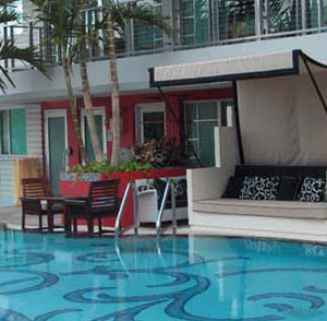 Hotel Victor - Key Largo, FL - Earthmark Poolside