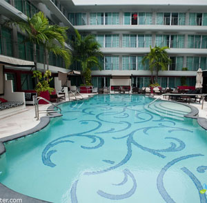 Hotel Victor - Key Largo, FL - Earthmark Pool View